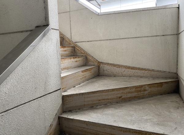 栃木県河内郡上三川町 屋根塗装、外壁塗装 鉄部の塗装 階段 サビの危険性