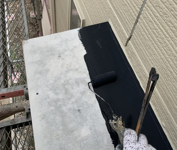 栃木県河内郡上三川町 M様邸 勝手口の霧除け庇塗装 庇の役割 ケレン作業 (1)
